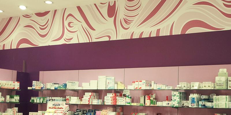 Esempi di wrapping interior su arredi locale commerciale by Comunic@ agenzia di comunicazione Cagliari Sardegna
